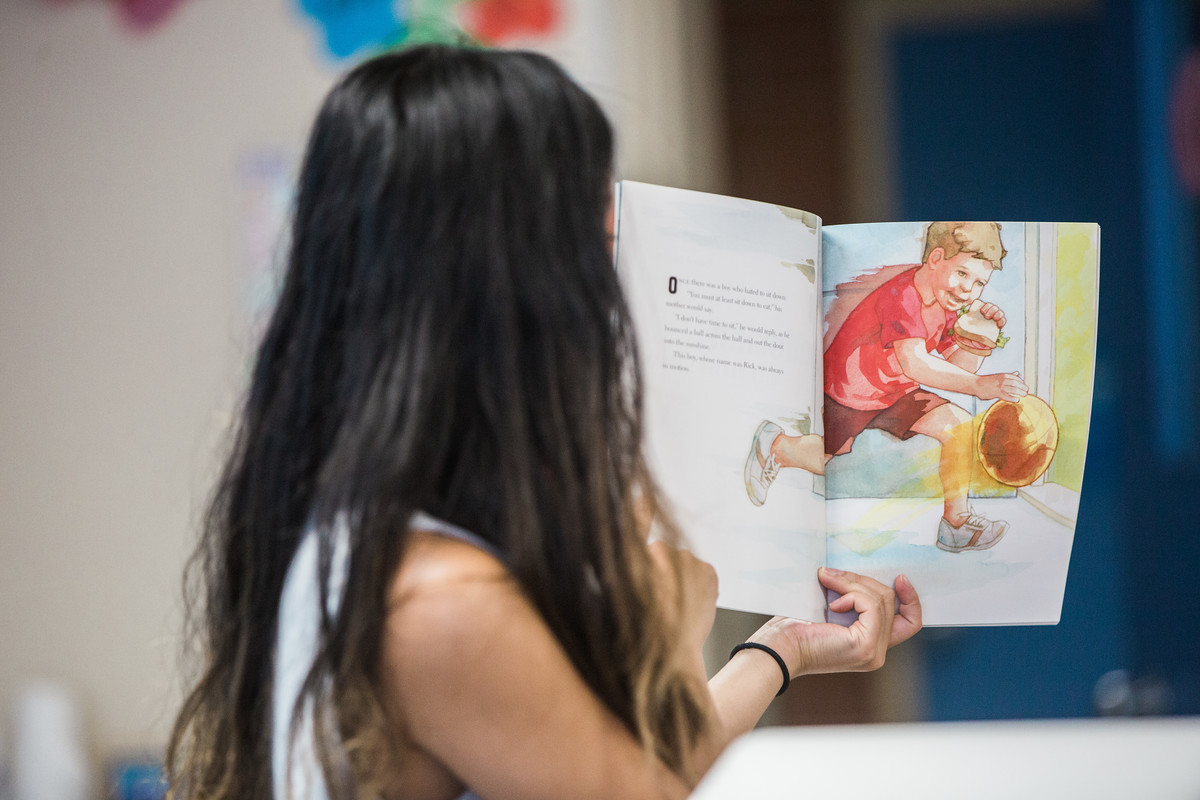 student reads picture book about rick hansen