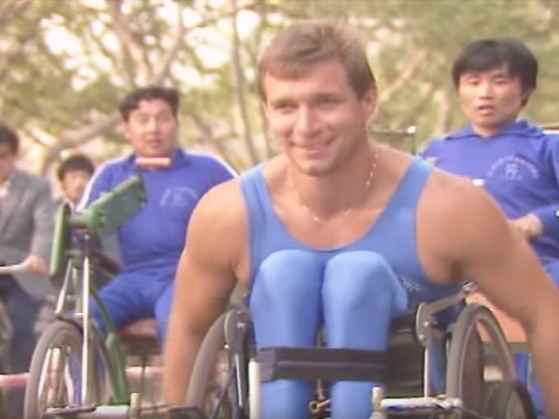 People wheeling with Rick Hansen during the Man in Motion World Tour